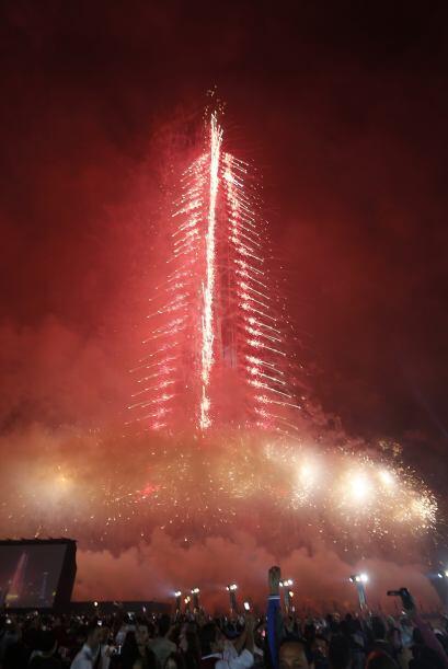 Tras un despliegue impresionante de fuegos artificiales, dieron una gran...