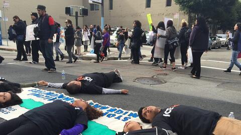 Decenas protestan contra las redadas en SF