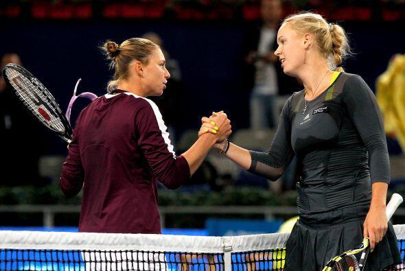 Tras el duelo, ambas rivales se felicitaron por el juego.