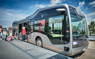 El autobus del futuro CityPilot de Mercedes-Benz con propulsión e...