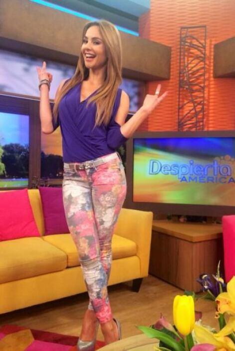 """""""Hoy es dia de sonreir en @DespiertaAmeric"""", dijo Ximena. (Marzo 27, 2014)"""