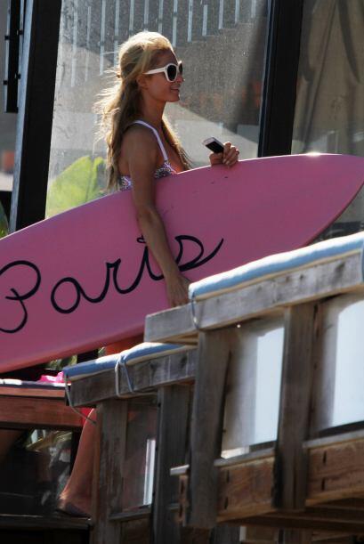 Paris Hilton sexy y juguetona en Malibú.Mira aquí los videos más chismosos.