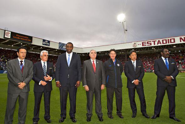 Directivos de CONCACAF comandados por Jeffrey Webb (der.) estuvieron pre...