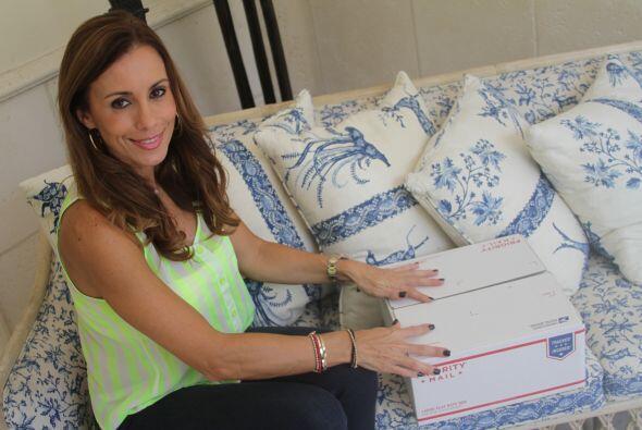 Después mi prima Amanda entra a usps.com/español, realiza el pago, impri...
