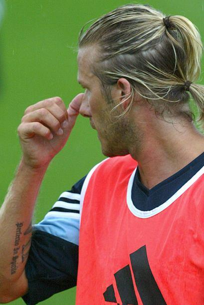 A su llegada al Real Madrid el volante luciría su cabello amarrado en do...