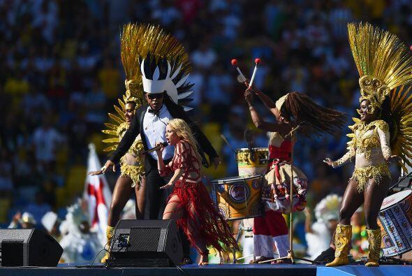 """Shakira cantando """"La la la"""". Mira aquí los videos m&aac..."""