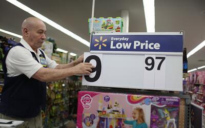 Jesús Gutiérrez trabaja en un Walmart de Miami, Florida.