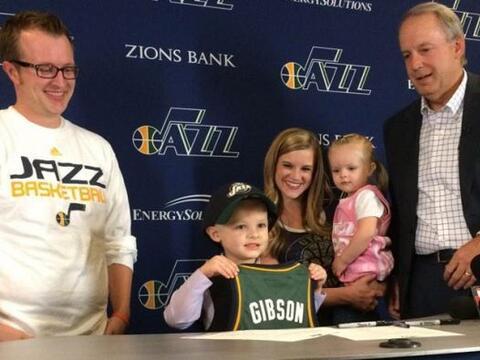 El equipo de basquetbol de la NBA cumplió el sueño de un pequeño de 5 añ...