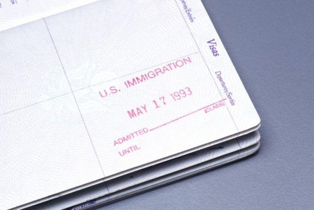 Una vez que USCIS aprueba el Formulario I-130, el peticionario debe soli...