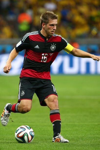 La defensa culmina con otro jugador del Bayern Munich, su capitán...
