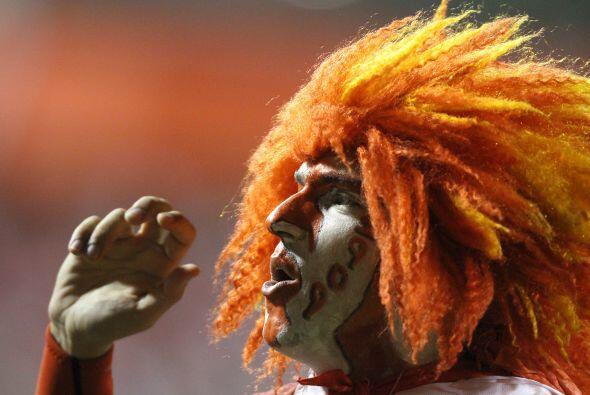 Hincha del Internacional campeón de la Recopa, peluca al viento,...