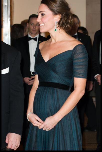 Poquito a poquito comenzó a asomarse la pancita de Kate.