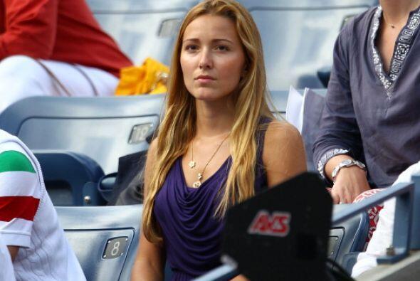 De 24 años de edad, Jelena es un año mayor que su novio. P...