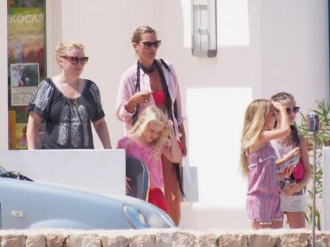 Kate Moss está disfruando del verano.