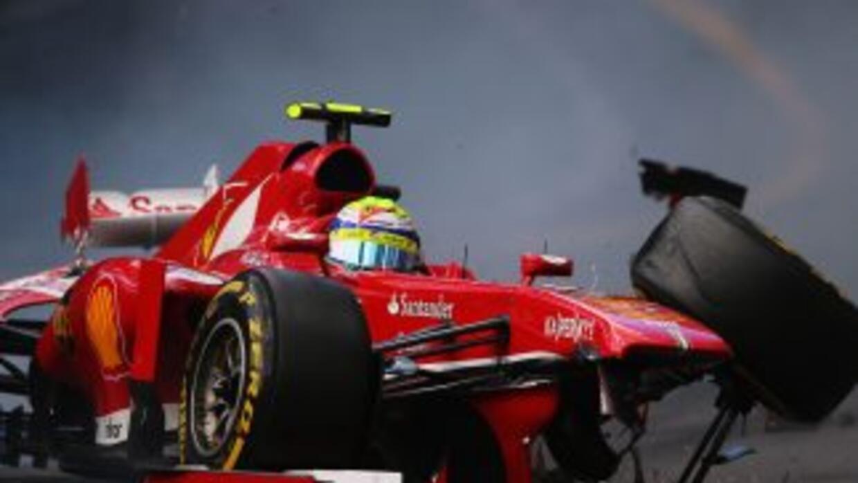 Felipe Massa de Brasil (Ferrari) tuvo un pequeño accidente durante la pr...