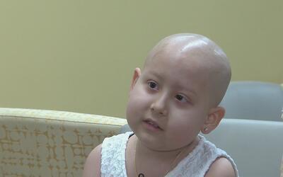 Niña que sufre de leucemia pide ayuda a la comunidad