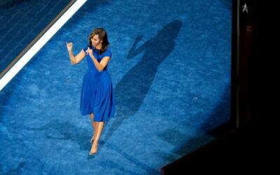 La primera dama, Michelle Obama, se retira del escenario del Wells Fargo...