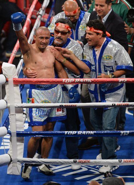 Orlando Salido ganó la pelea y se volvió a coronar campe&o...