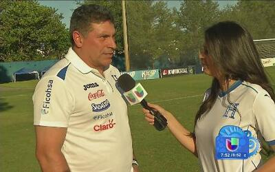 Entrenador de Honduras listo para para enfrentar a su ex selección, Ecuador