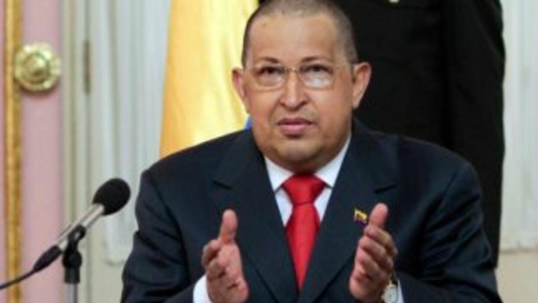 El presidente venezolano, Hugo Chávez apareció rapado en una reunión de...