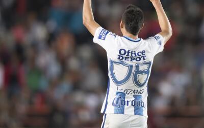 Hirving Lozano festeja su gol ante Gallos.