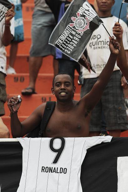 Los aficionados del Corinthians homenajearon a Ronaldo con numerosos car...
