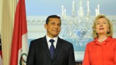El presidente electo de Perú, Ollanta Humala, se reunión con la secretar...
