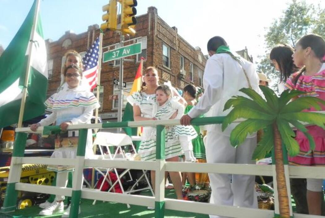 Primer desfile Boliviano de Nueva York efaf694c7bd243578452c98f164dabc8.jpg