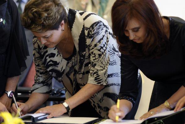 Fernández y Rousseff reforzaron sus lazos a través de la f...