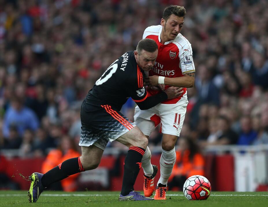 Arsenal golea al Man U en tarde de derbys