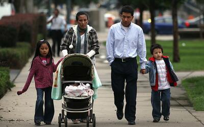 Muchas familias en las que los padres son indocumentados y los hijos han...