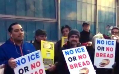 Sin trabajo, más de 30 inmigrantes de una panadería en Nueva York que no...