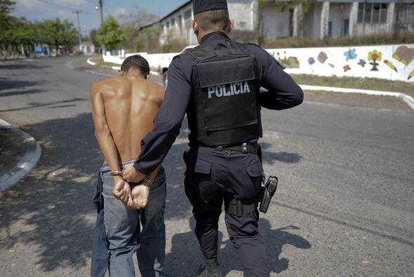 De los pandilleros arrestados, dos fueron identificados como responsable...