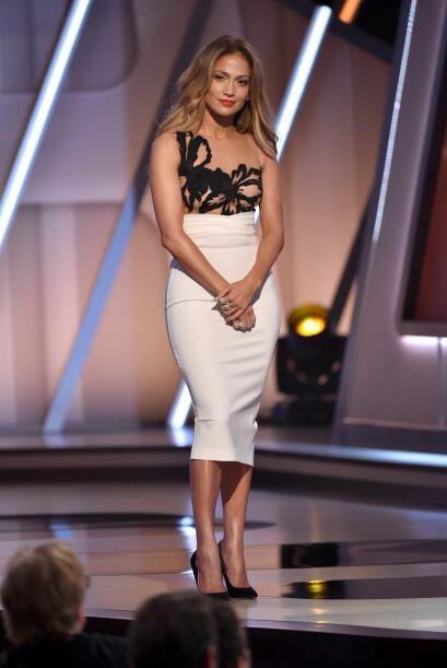 Los Annual Hollywood Film Awards se calentaron cuando JLo llegó enfundad...