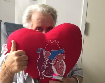 Martin Sheen tras su operación de corazón (c) Twitter