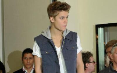 ¡Justin Bieber fue detenido por varias horas en un aeropuerto!