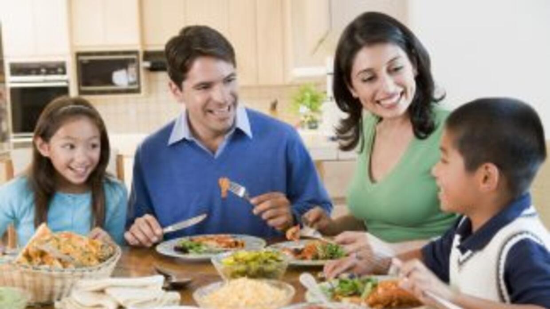 La hora de comer puede ser un tiempo de reconexión para la familia. Pued...