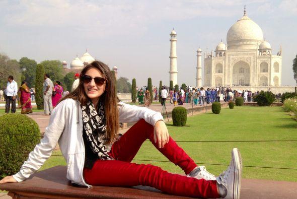 Y Mía seguramente aprendió en este viaje que el Taj Mahal es una de las...