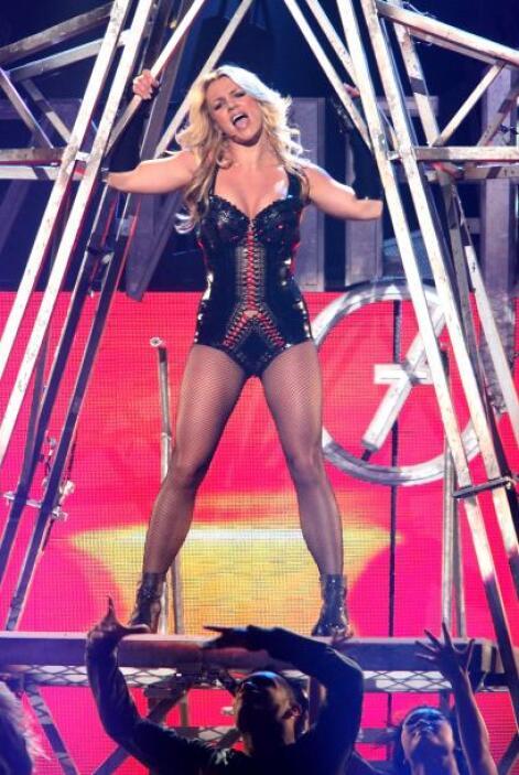 2.- Britney Spears: 'Baby one more time' la llevó a la fama, sus cancion...