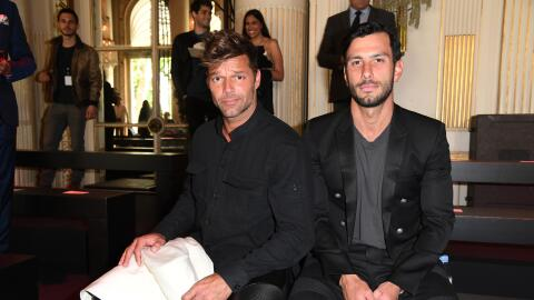 Ricky Martin y  Jwan Yosef en un desfile de Paris Fashion Week.