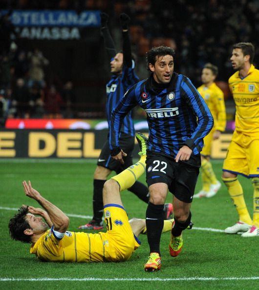 El argentino sacó un tremendo remate que venció al portero rival y anotó...