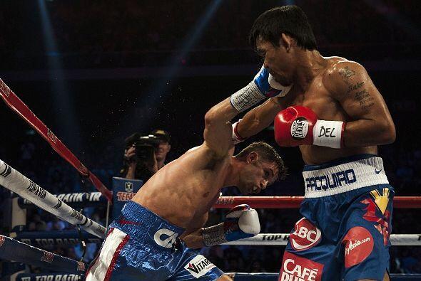 Cuando Pacquiao sentía la diestra de su rival se tiraba para atr&...