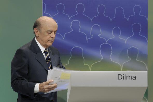 José Serra, ex gobernador de Sao Paulo, es el abanderado del Partido de...