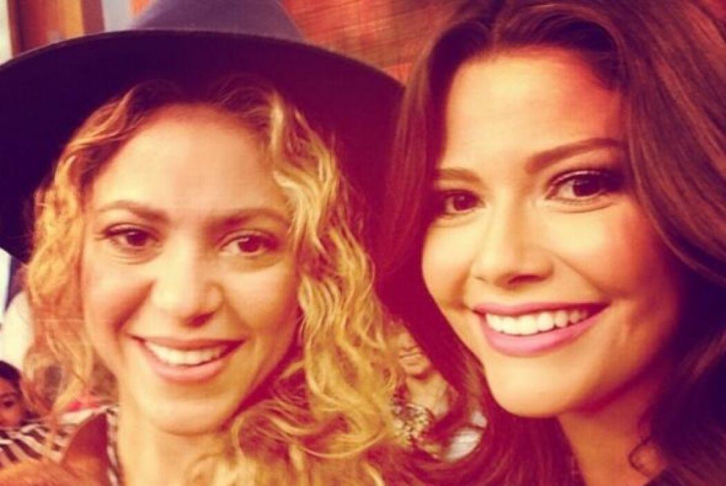 """""""#Selfie con @Shakira, ¡gracias por ser una estrella en toda la extensió..."""