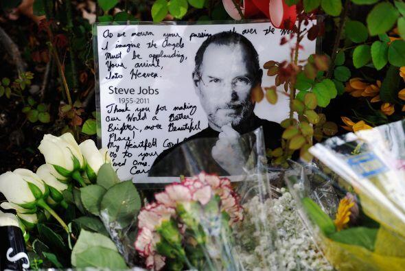 Jobs falleció el 5 de octubre de 2011 víctima de un cáncer, pero meses a...