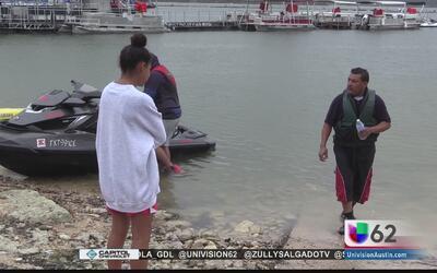 Continúa la búsqueda de joven en el lago Travis