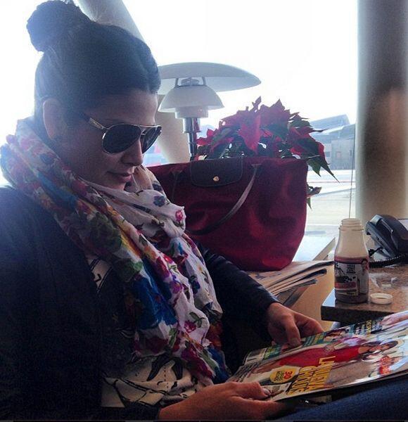 """""""Esperando por mi vuelo con mi revista para no aburrirme y mi #YesY..."""