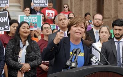 Mujeres latinas de Texas nos explican cómo les afectaría la ley SB4