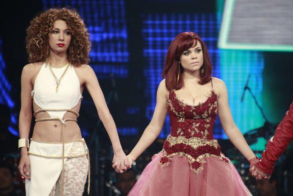 Ana Cristina fue recibida por Dulce María en su equipo.