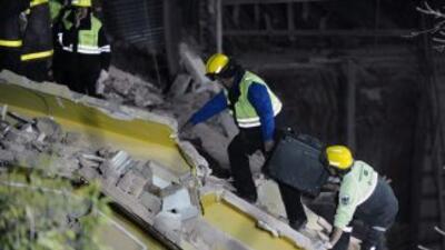 Un edificio se desplomó en la capital argentina dejando un saldo de tres...